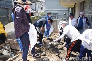 支援隊による同胞家屋の復旧活動(真備町)