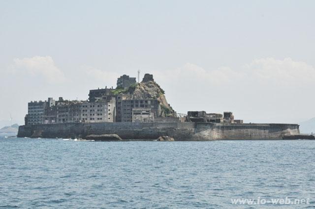 長崎港から約18.5kmの海上に浮かぶ軍艦島